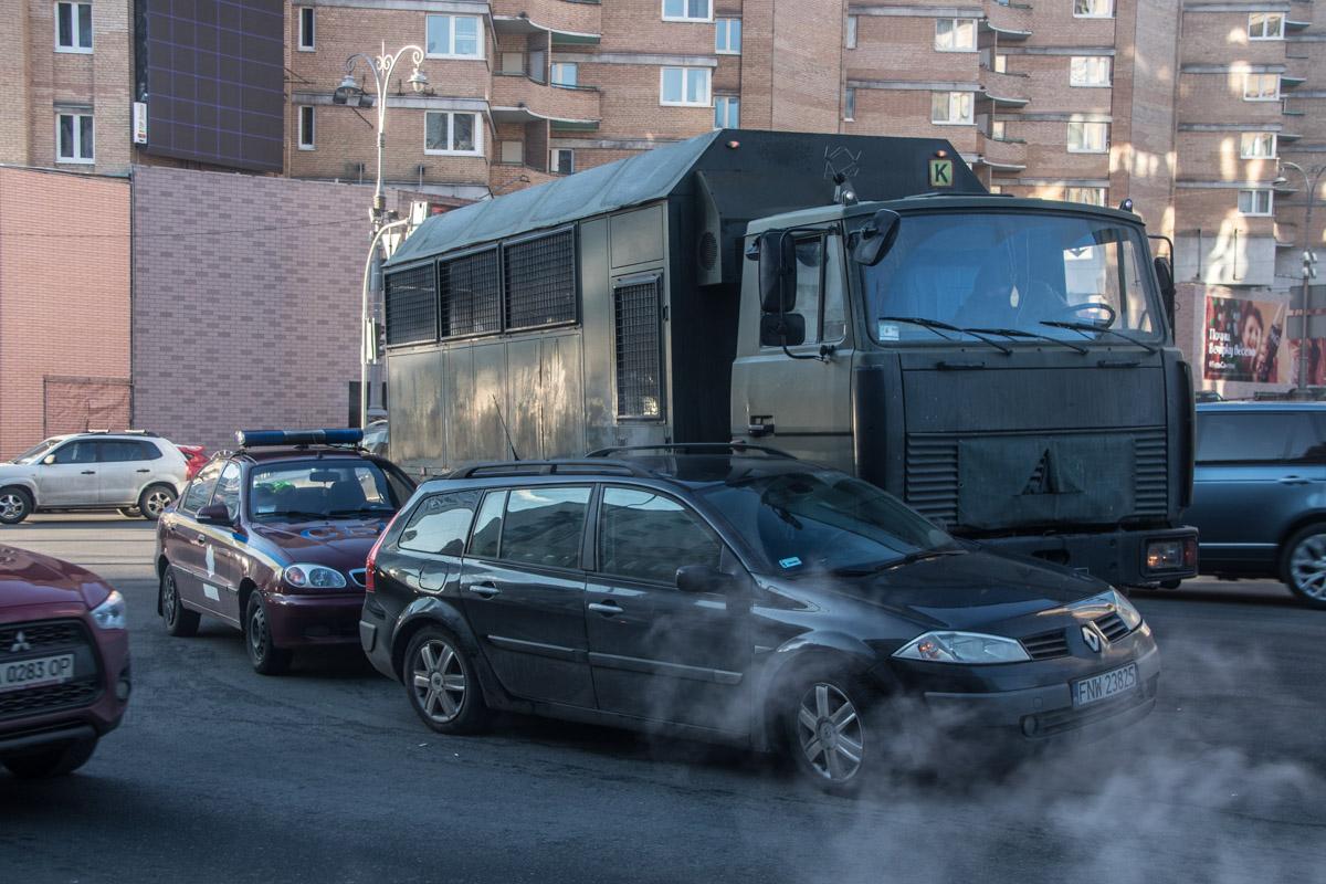 МАЗ с бойцами Нацгвардии врезался в Renault