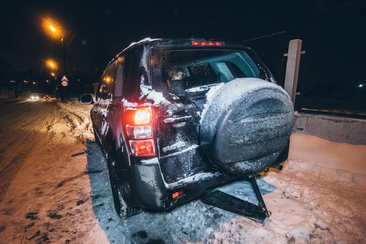 Мужчина за рулем Volkswagen Passat в неадекватном состоянии протаранил едущий спереди Suzuki Grand Vitara
