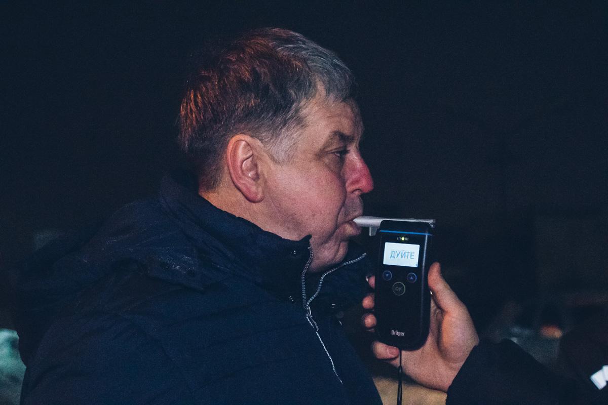 У водителя Passat были явные признаки алкогольного опьянения, но он смело согласился пройти тест на драгере