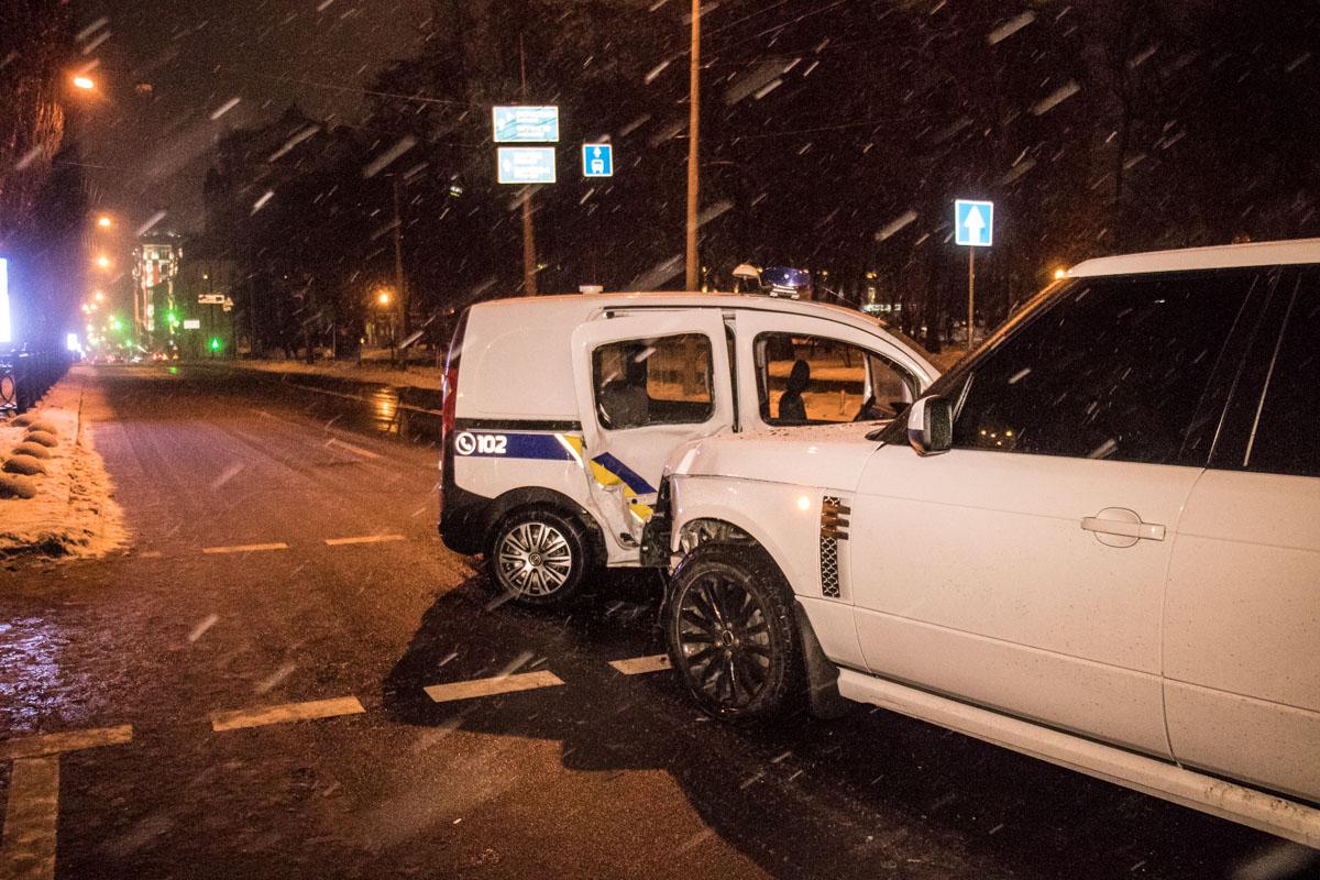 Авария произошла на пересечении Владимирской улицы и бульвара Шевченко. Водитель Range Rover двигался вниз по бульвару
