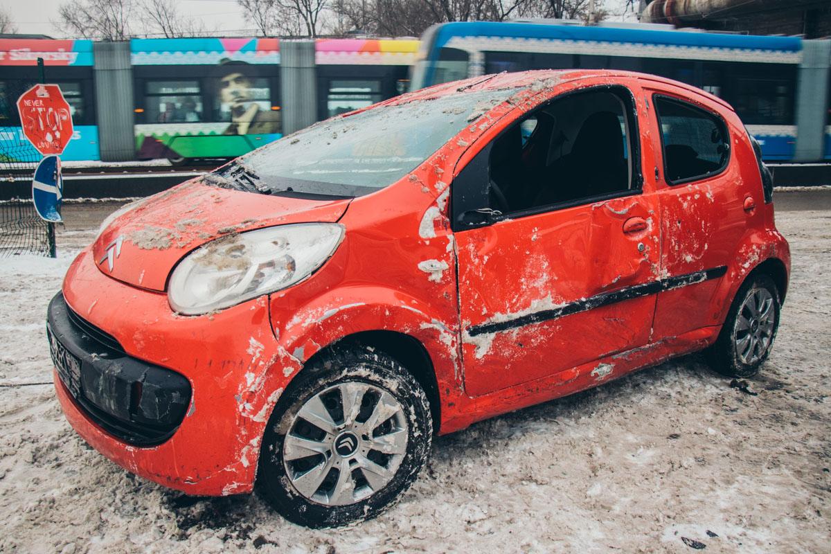 12 января в Киеве на Жилянской улице произошло ДТП