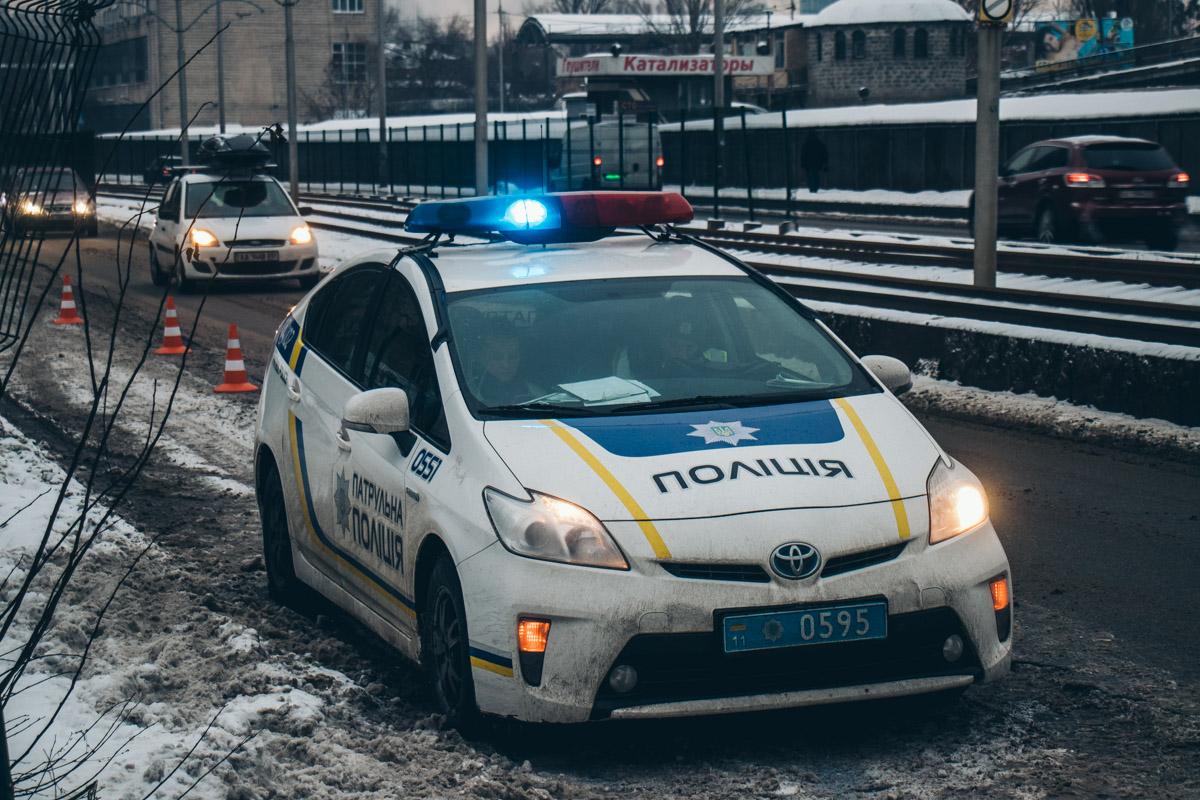 На месте происшествия работали сотрудники патрульной полиции и следственно-оперативной группы