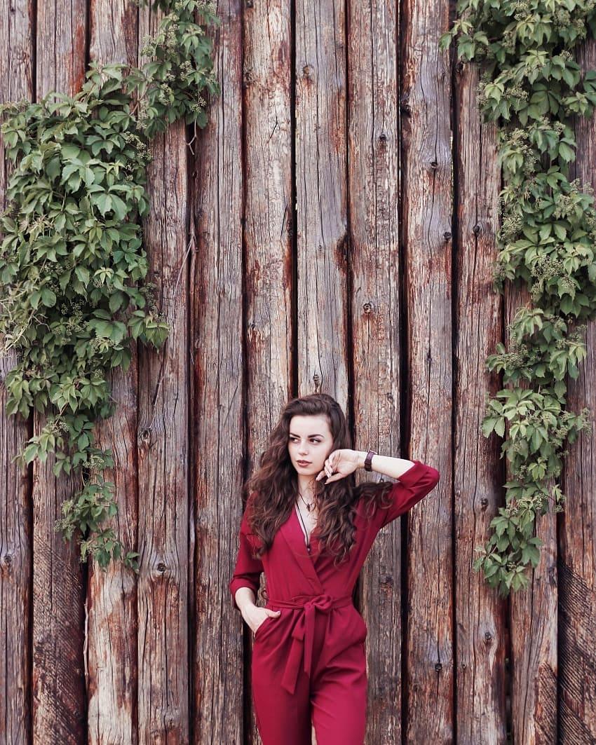 Деревянная стена в Киевской крепости может стать отличным фоном для любого снимка - @nastasiia_ivashchuk
