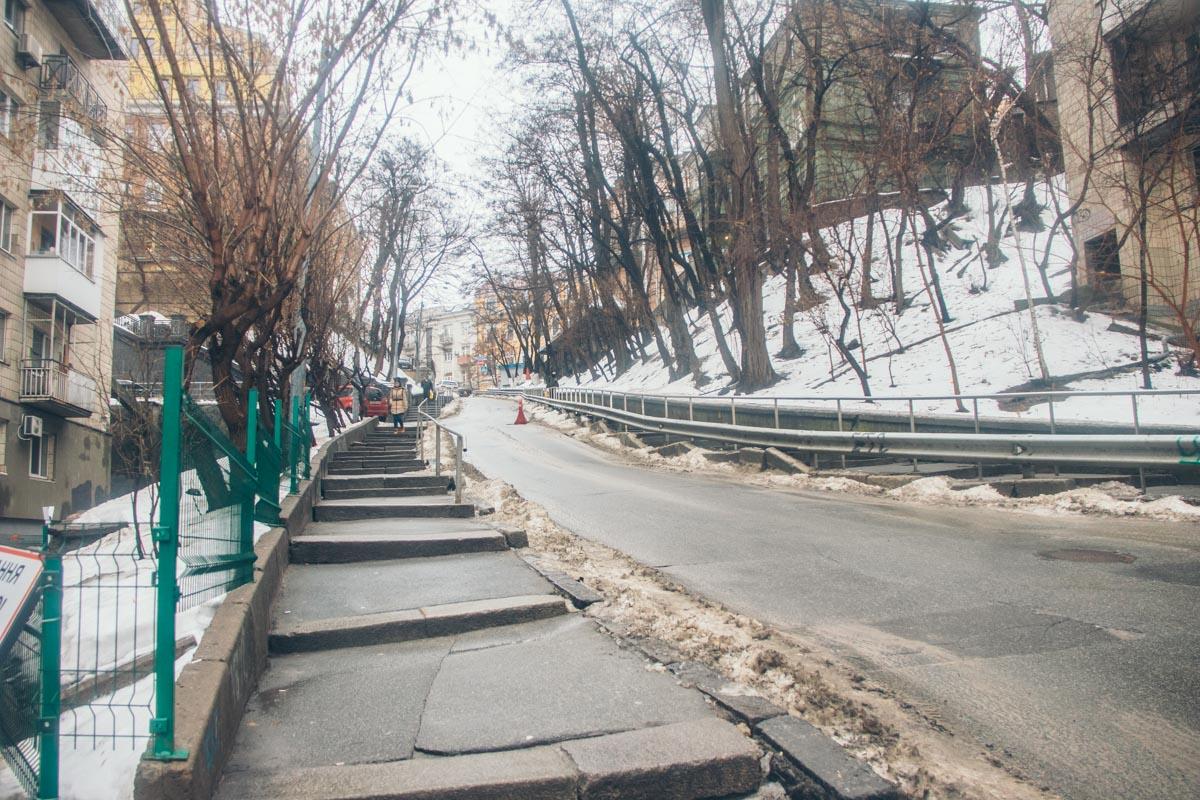 Спуск с Ярославого вала находится в плохом состоянии