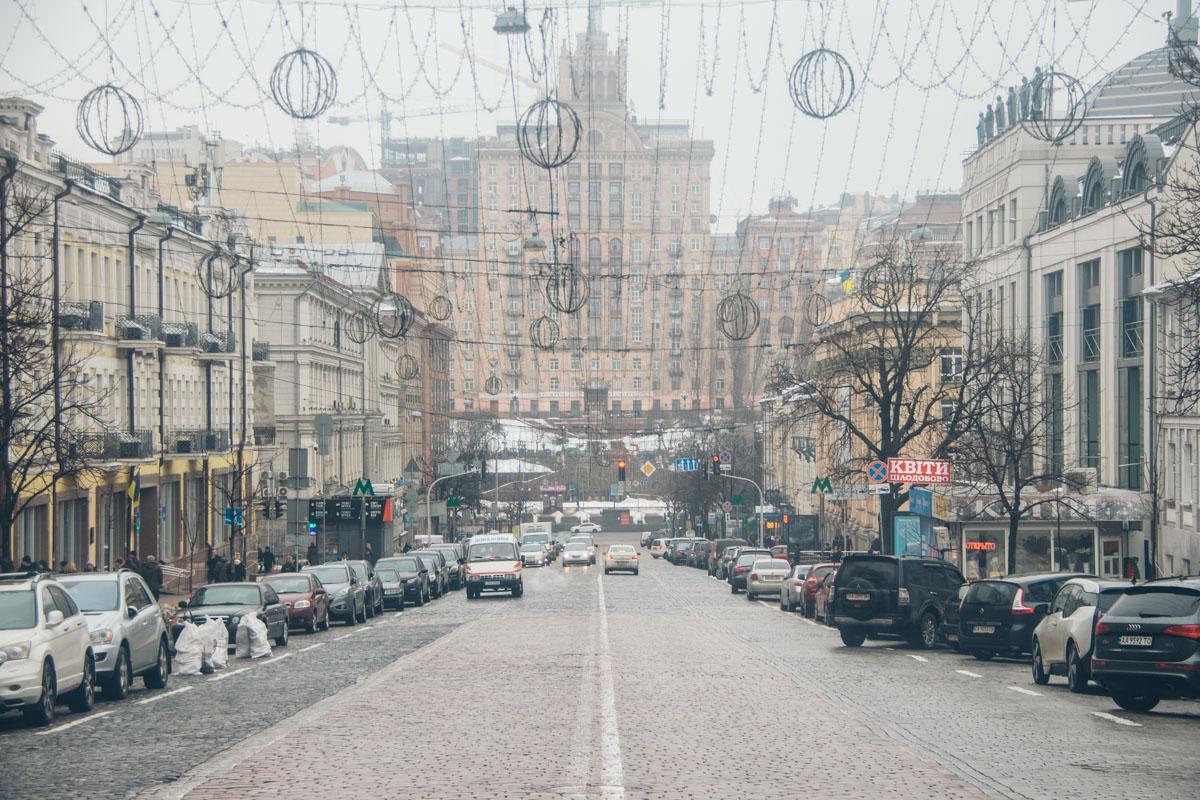 Проезжая часть улицы Богдана Хмельницкого уложена брусчаткой