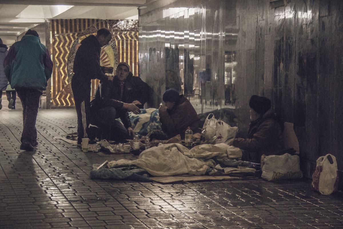 """В """"коммуне"""" бездомных под Майданом - 12 человек"""