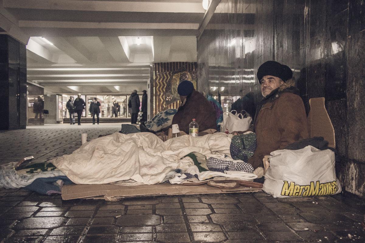 В подземном переходе под Майданом независимости своя жизнь