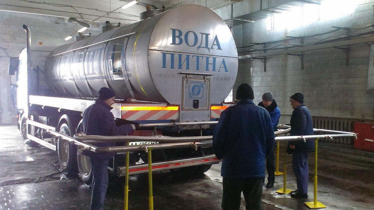 В Киеве святую воду будут разливать из автоцистерн