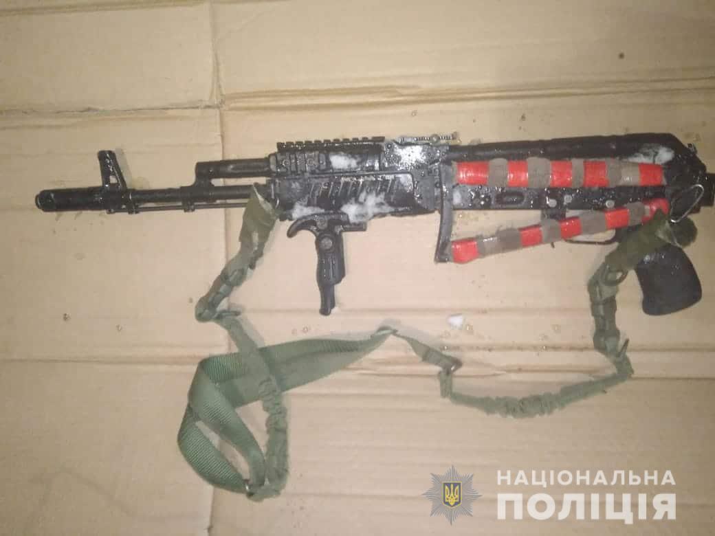 В городе Бровары 40-летний мужчина открыл огонь из автомата Калашникова по 28-летнему парню