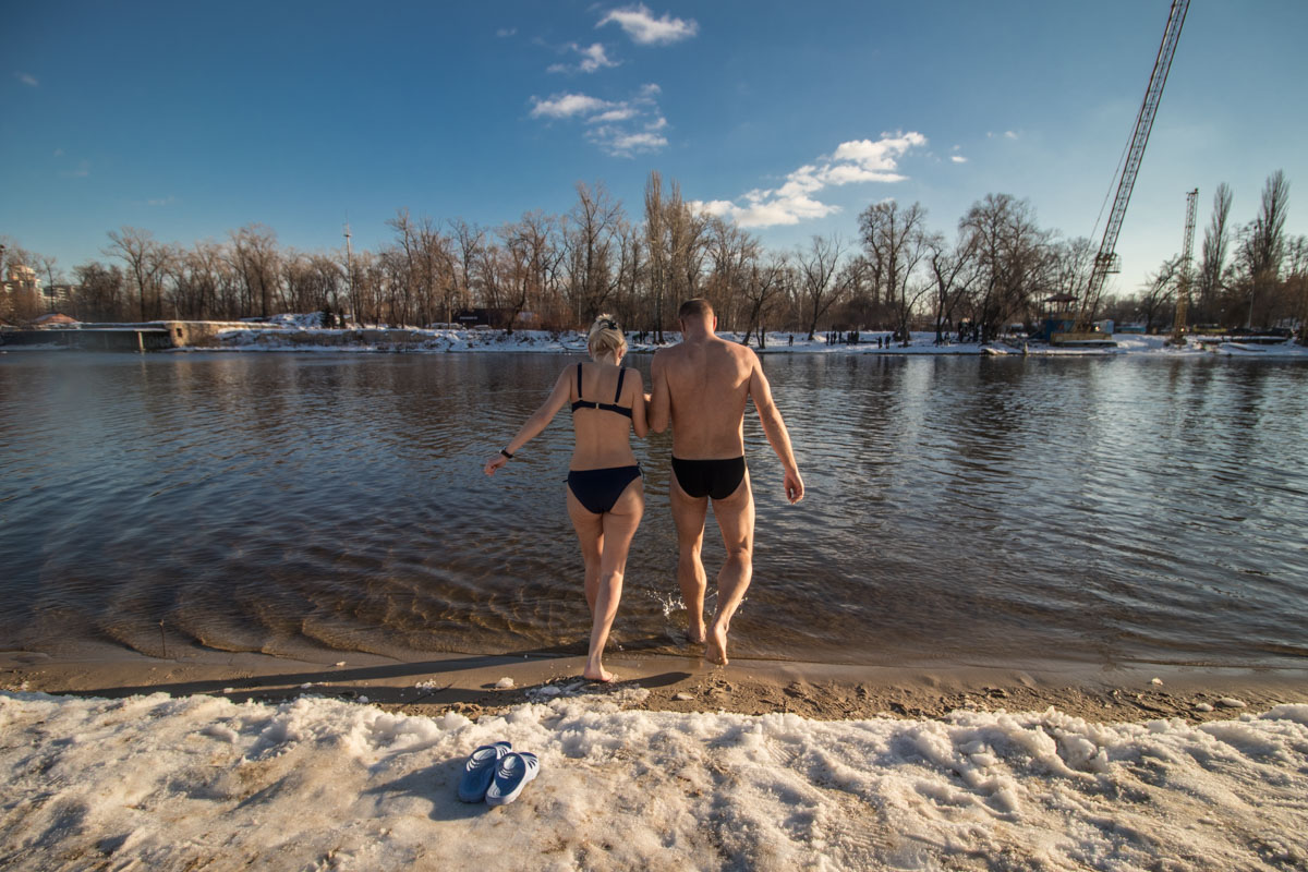 Together and in the icy water is not difficult