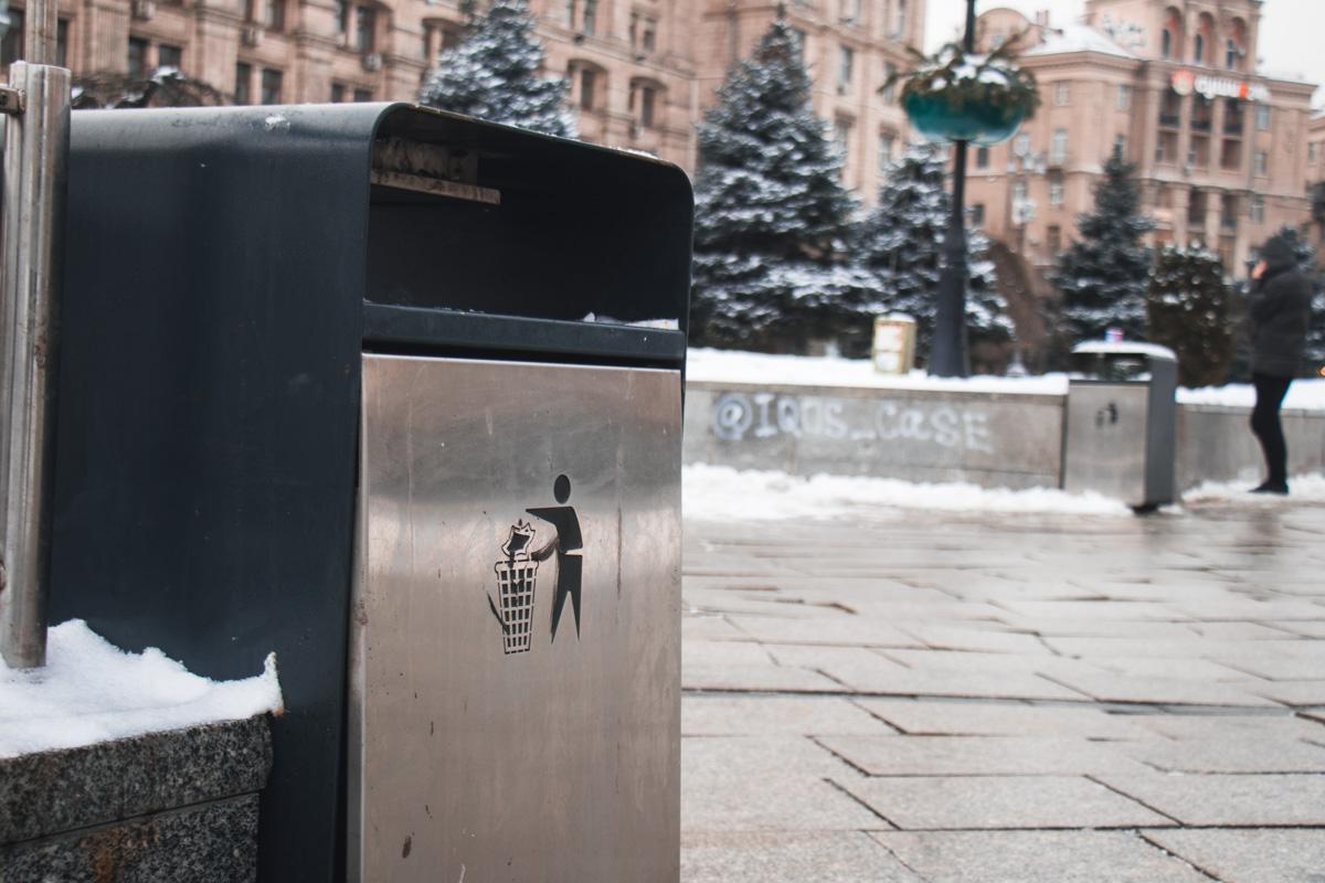Также не забыли об установке достаточного количества мусорных урн