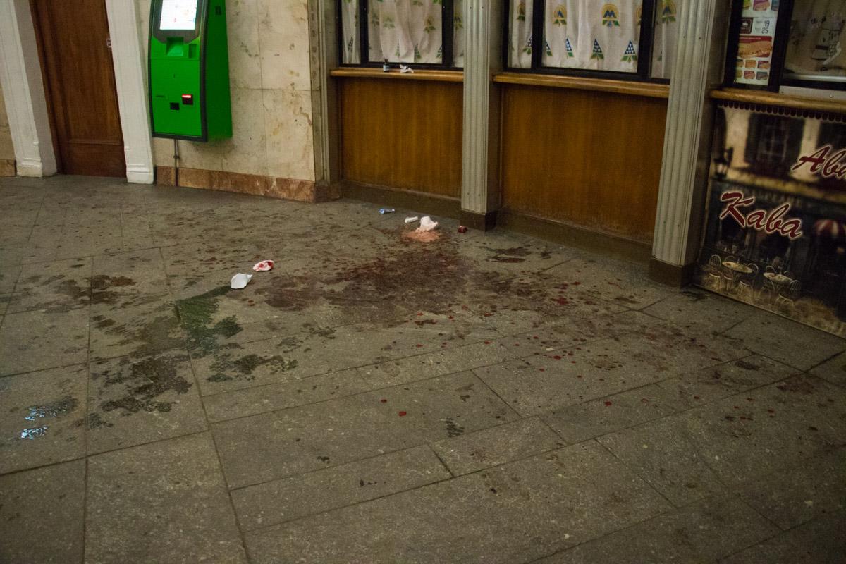 """Мужчина без определенного места жительства с ранением руки и сильным кровотечением дошел до павильона станции метро """"Университет"""""""