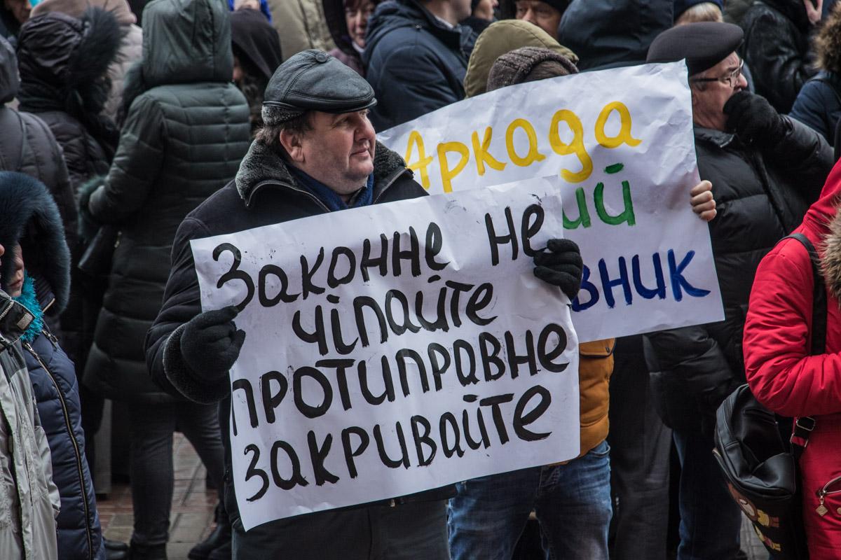 """На новый виток конфликт вышел после того, как мэр Виталий Кличко объявил о том, что строительство комплекса """"заморожено"""""""