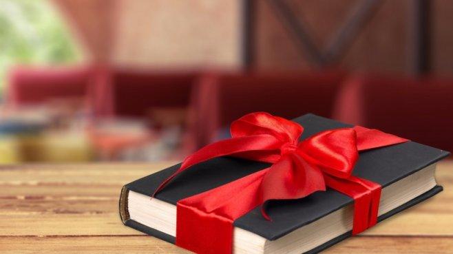 Если подарить своей паре книгу, тем более со стихами - свадьбе не быть