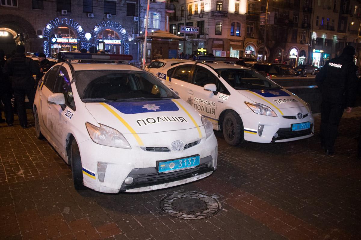 Первыми на место прибыли экипажи патрульной полиции