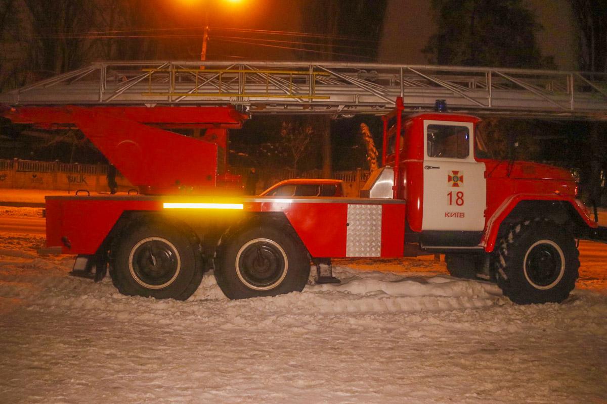 Прибывшие на место спасатели смогли освободить пострадавших из огненной ловушки