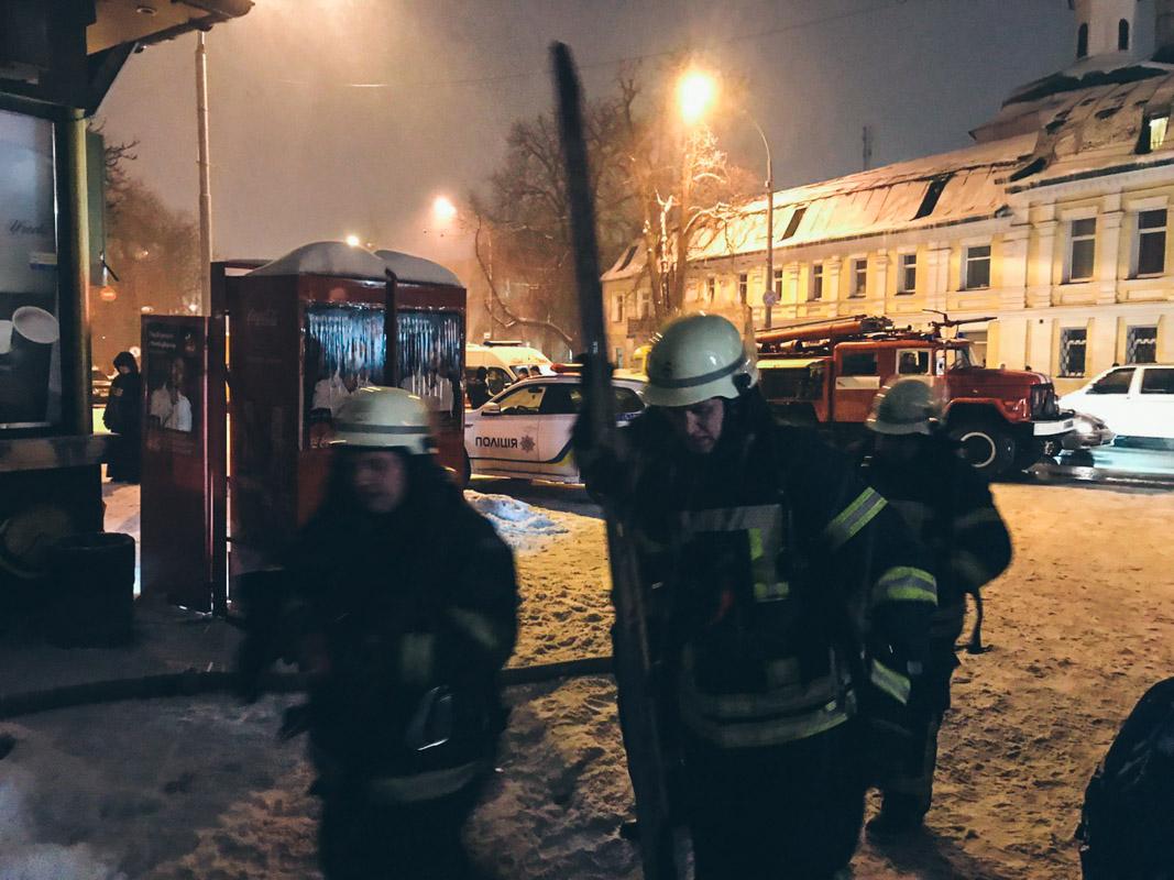 Пожарные продолжают ликвидировать возгорание