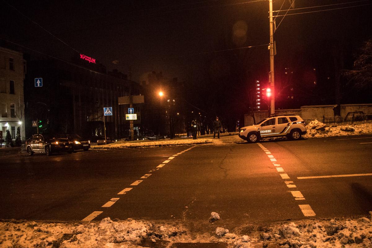 На пересечении Большой Васильковской и Ковпака полицейский Duster столкнулся с такси Uber