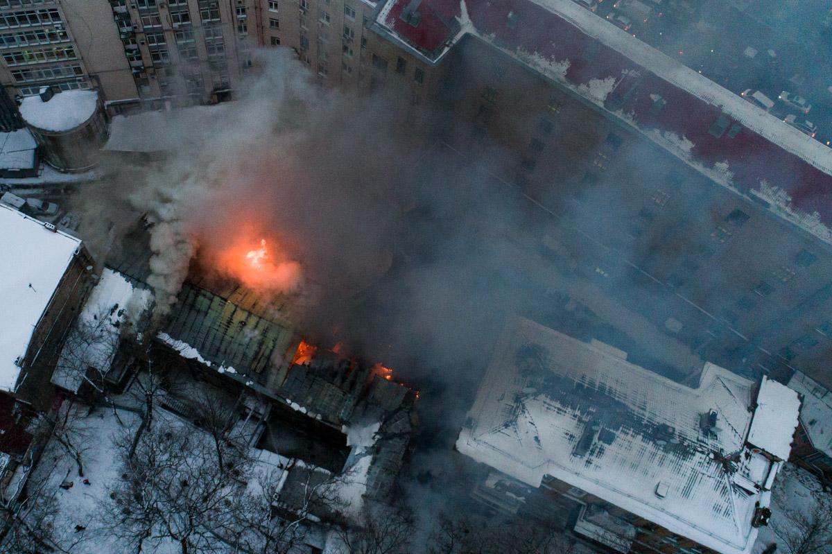 Кроме того, нет возможности подъезда необходимого количества пожарной техники из-за плотной застройки