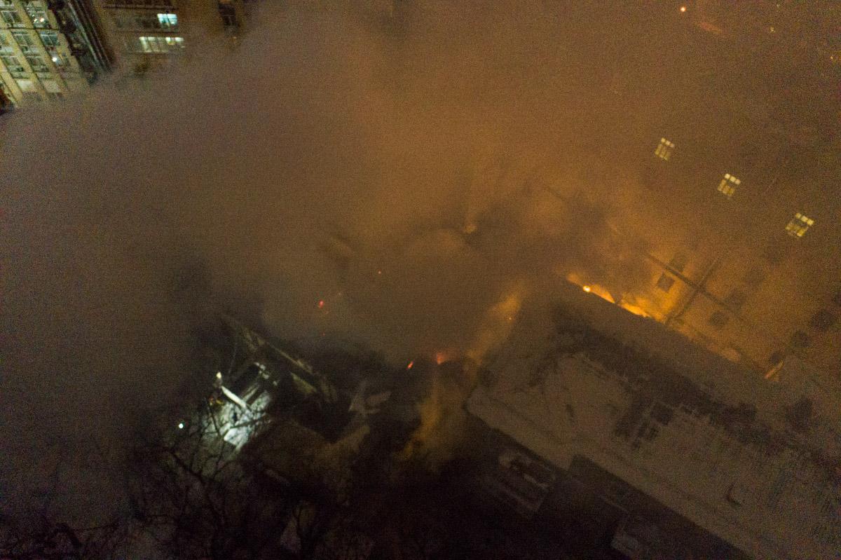 Дымом окутана улица Грушевского и Мариинский парк