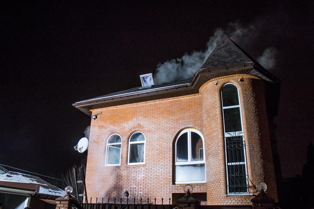 В Дарницком районе Киевав частном секторе Осокорков на 47-й Садовой линии произошел пожар