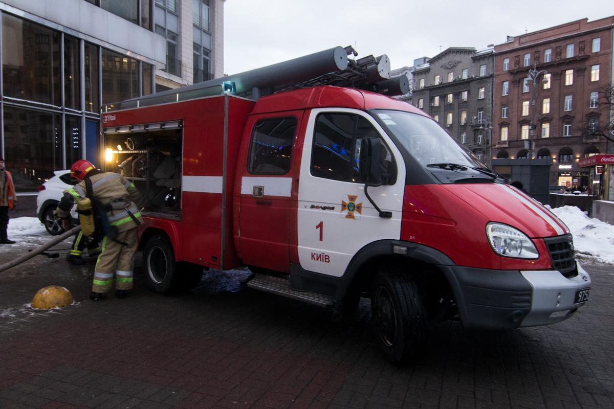 На месте работает 17 единиц спасательной техники и около 70 человек личного состава