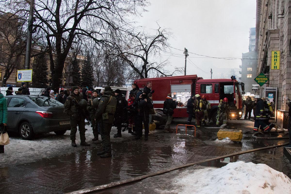 Людей из соседних домов не эвакуируют