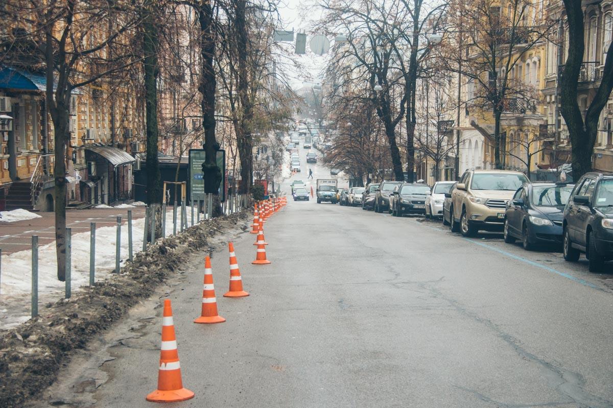 Оградительные столбики спасают пешеходов от наглых автолюбителей, но вряд ли обеспечат безопасность