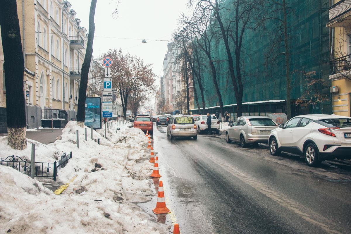 На первый взгляд проезжая часть лучше, чем на многих других улицах в центре