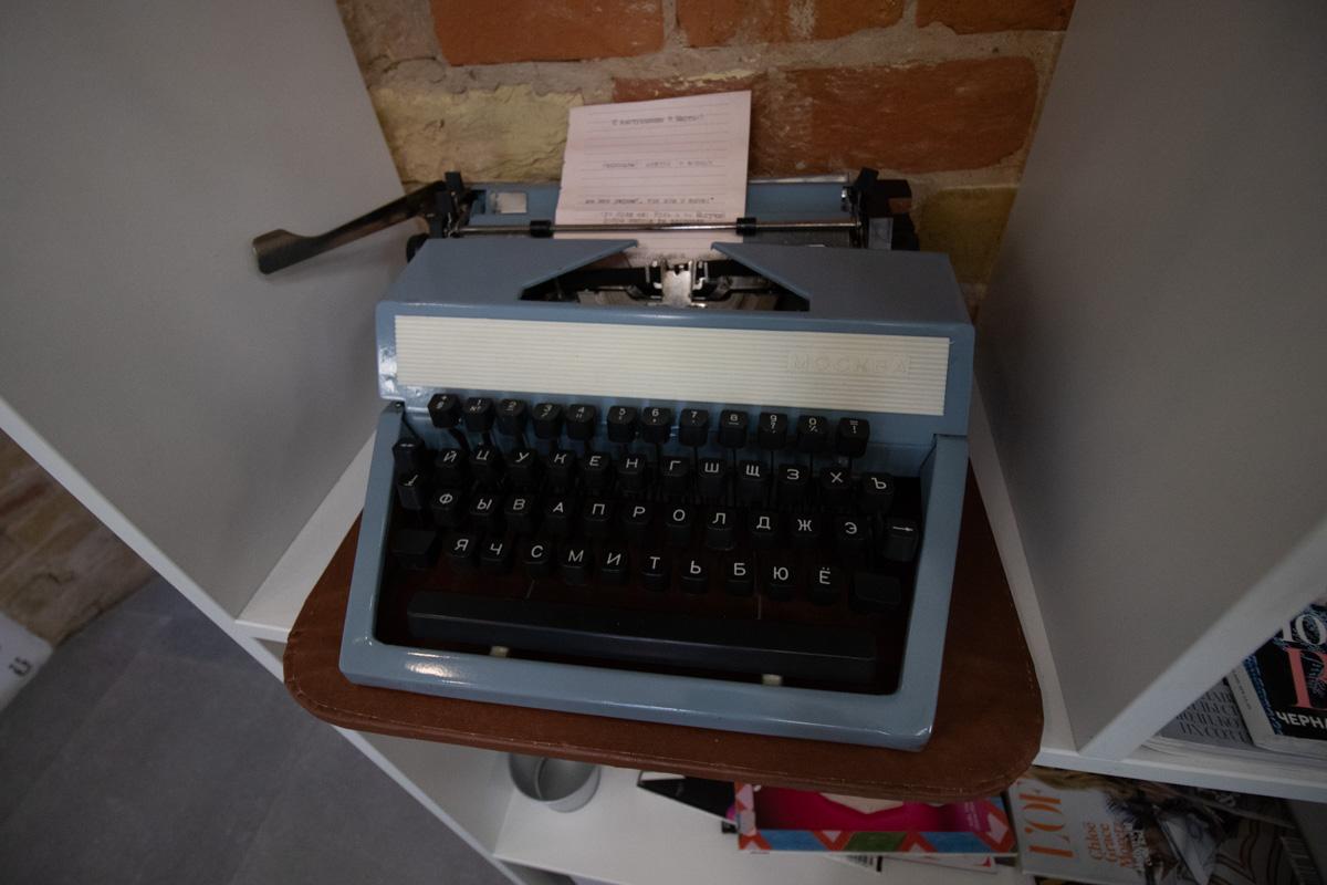 А печатная машинка действительно провоцирует погрузится в журналистику
