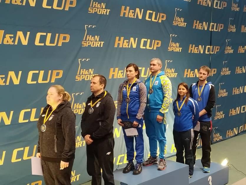 Елена Костевич иОлег Омельчук получили золотые медали встрельбе изпневматического пистолета надистанции 10метров