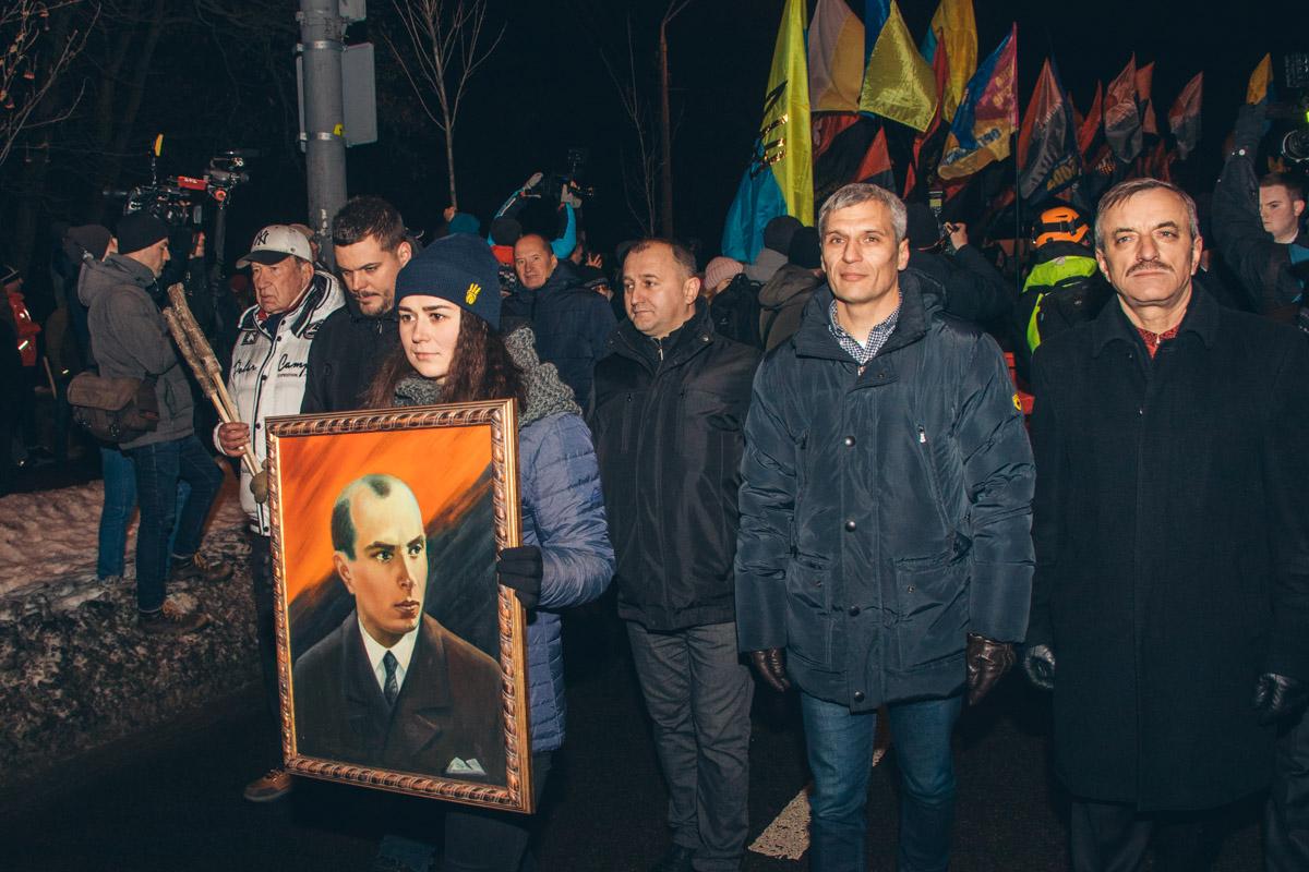 Активисты, члены общественных организаций и просто патриоты приняли участие вшествии по случаю 110-й годовщины со дня рождения лидера украинских националистов
