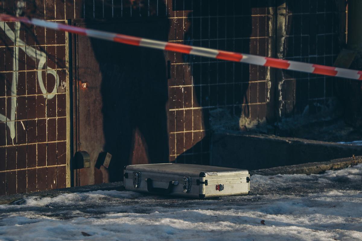 Вероятно тело мужчины перенесли и оставили под подвалом дома