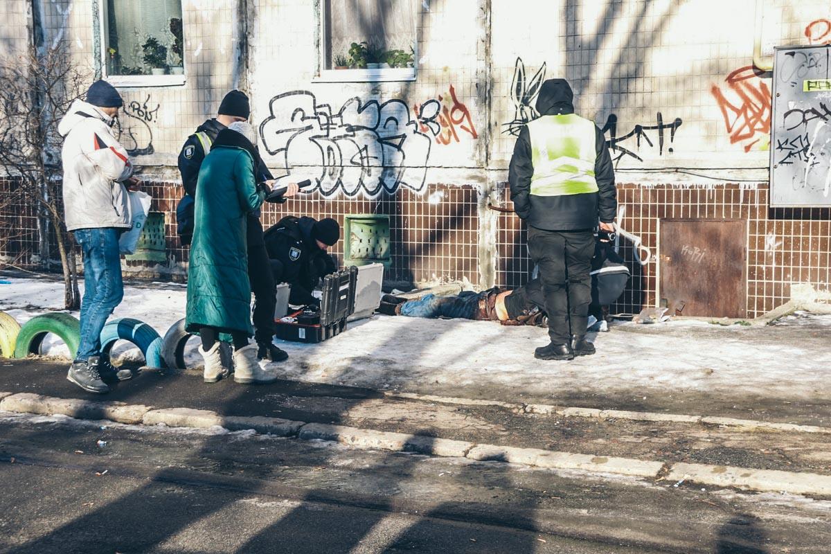 19 января возле подвала жилого дома по адресу улица Радужная, 3б обнаружили труп мужчины