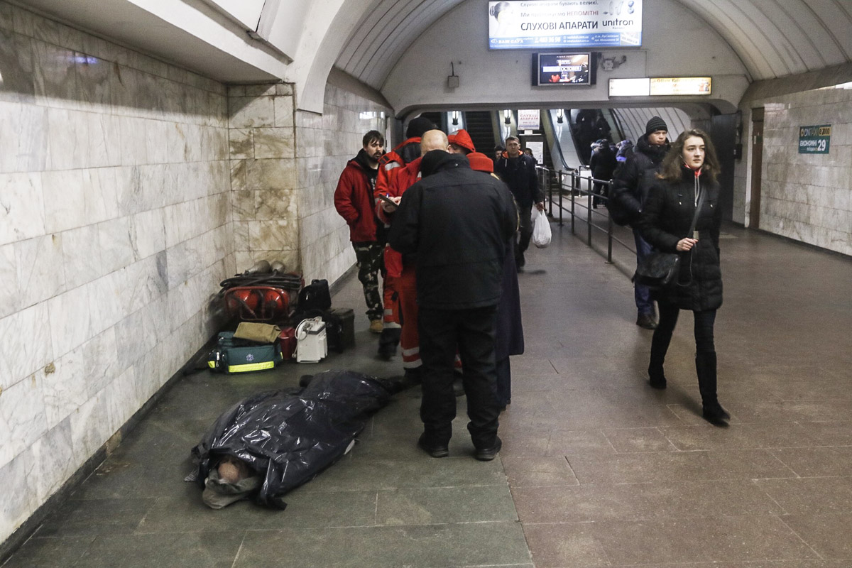 "19 января на перроне станции метро ""Лукьяновская"" умер мужчина"