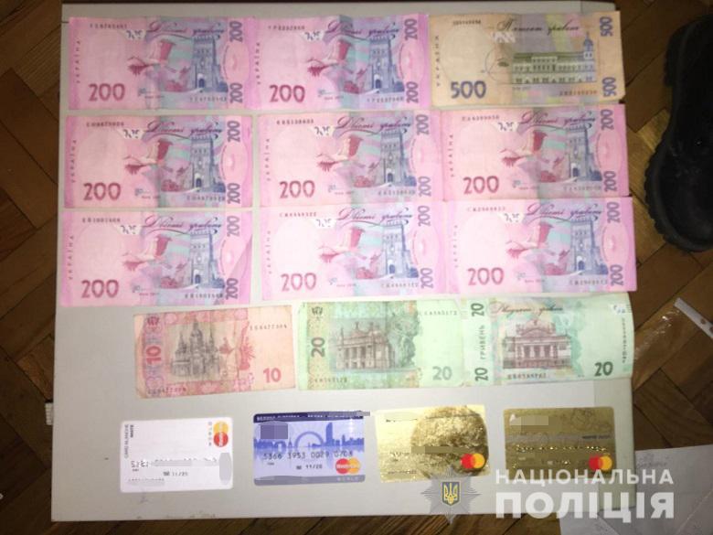 За это они брали от 1500 гривен, половину из которых отдавали организаторам