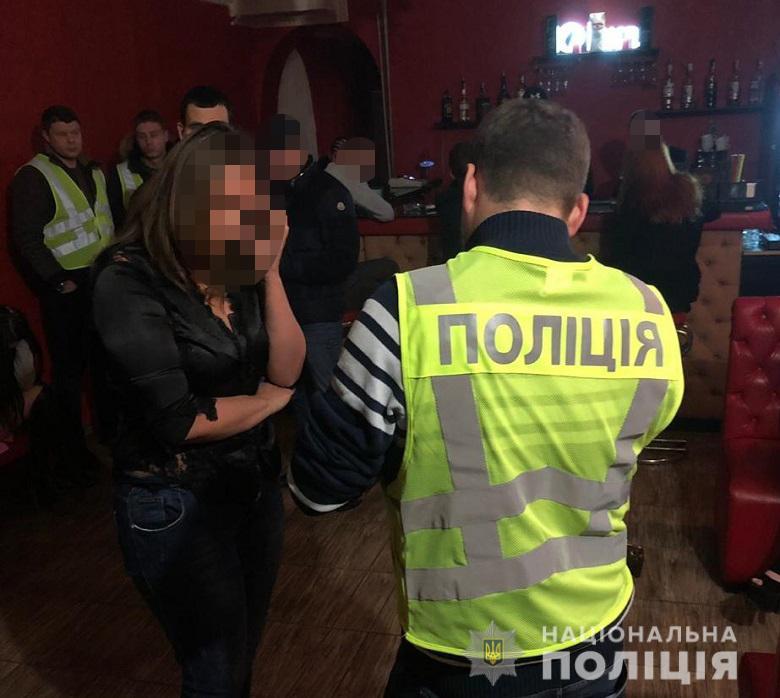 На момент прибытия правоохранителей в заведении находились 6 девушек