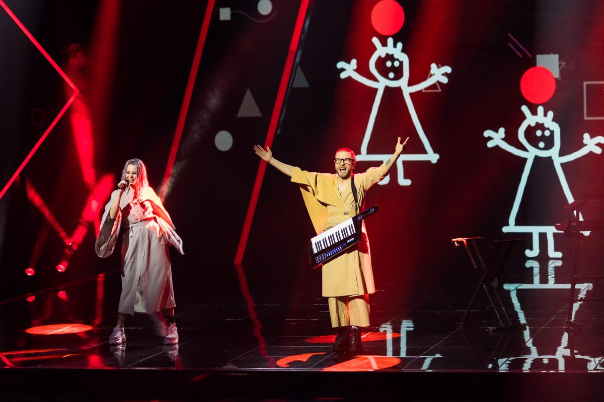 Одна из финалисток, певица YUKO, порадовала всех очень стильным исполнением украинской песни с фольклорными мотивами