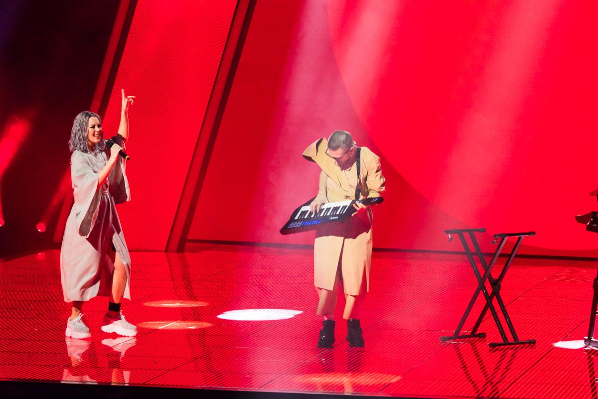 Солистка группы YUKO, имея российское гражданство, говорила на украинском языке и исполнила песню с мотивами народного фольклора
