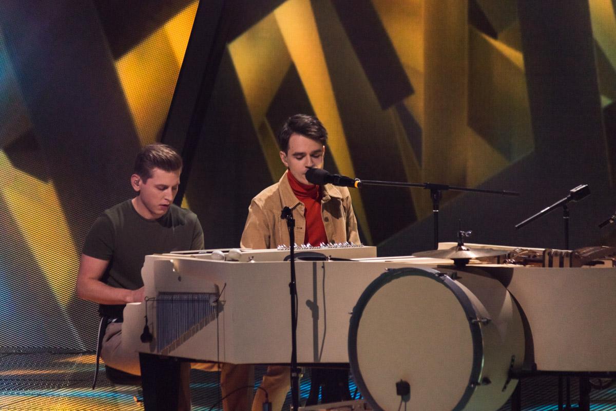 Интерес у всех вызвал необычный музыкальный инструмент, который артисты собрали самостоятельно специально для клипа и песни к Евровидению