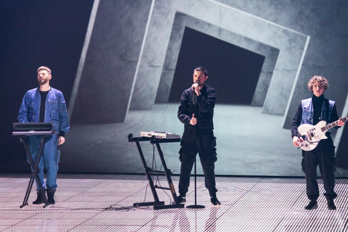 Группа Bahroma не слишком запомнилась судьям, они очень спокойно отреагировали на происходящее на сцене
