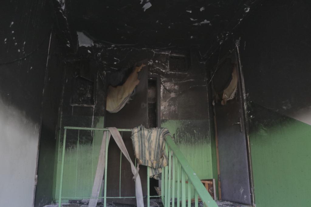 Огонь охватил квартиру на площади 50 квадратных метров