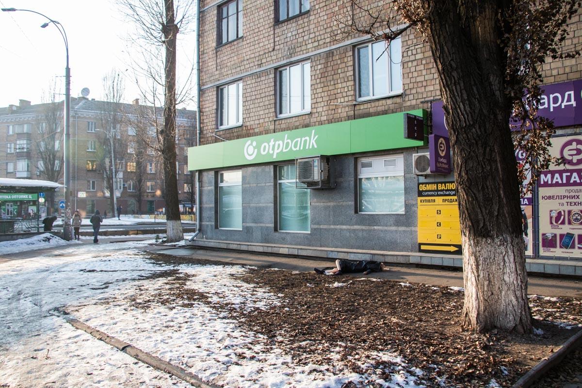 В воскресенье, 10 февраля, в Киеве на Воздухофлотском проспекте обнаружили труп женщины