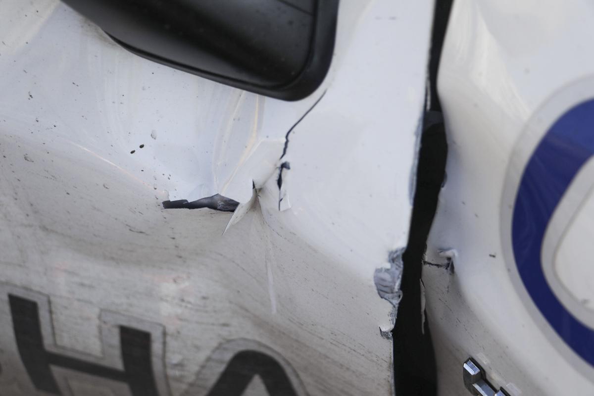 На заезде на Индустриальный мост автомобиль Toyota Prius патрульных полицейских столкнулся с Infinity