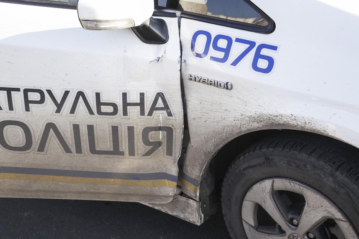 """В результате аварии копов госпитализировали медики на """"скорой"""""""