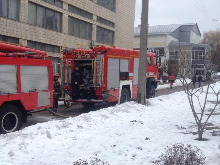По данному адресу находится один из корпусов НАУ. Из-за пожара эвакуировали 5 человек