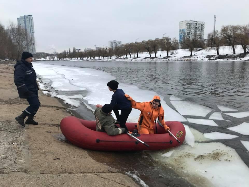 Вместо благодарности спасателям, подросток просто убежал в неизвестном направлении. Фото Лена Турбал