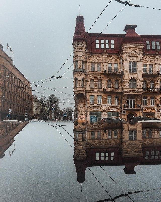 Киев учит отзеркаливать только красивое. Фото: @zhukevych