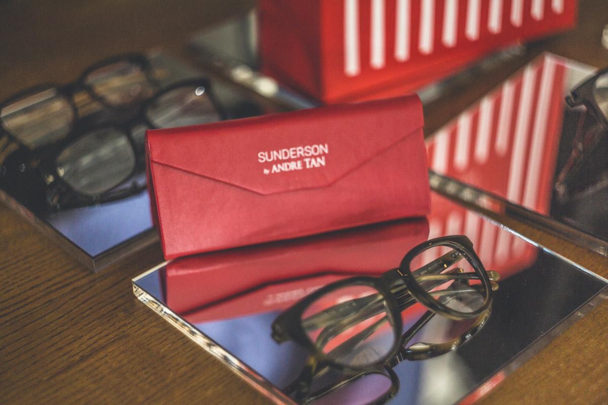 Очки продаются с удобным чехлом, который складывается в компактный конверт