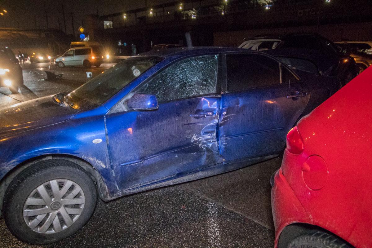 На пересечении Дарницкого шоссе и улицы Сортировочной произошла авария с участием четырех автомобилей
